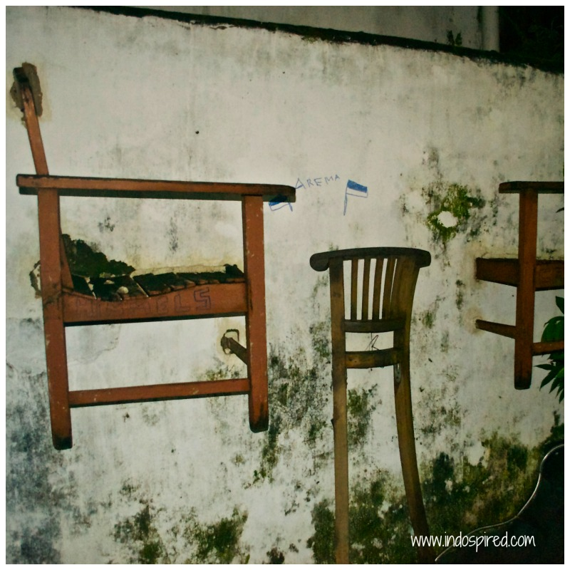 Yogya Street art PD2 chairs in wall